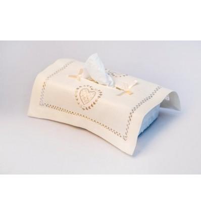 Funda caja pañuelos bordada corazón K182