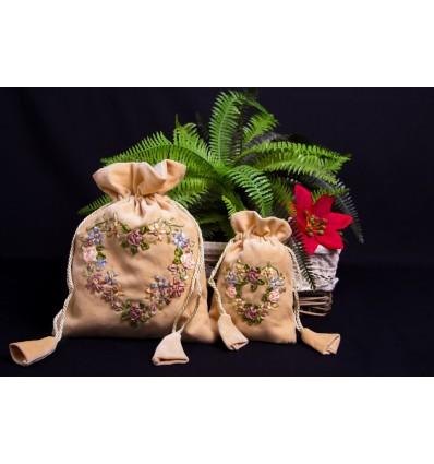 Embroidered velvet bag B271